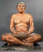 Статуя писца. Саккара . 2620-2350 до н.э. (4-ая - 5-ая династии) расписанная статуя из известняка