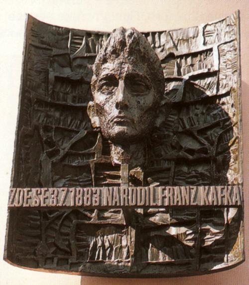 Мемориальная доска Франца Кафки В Праге. Автор  К. Гладик.