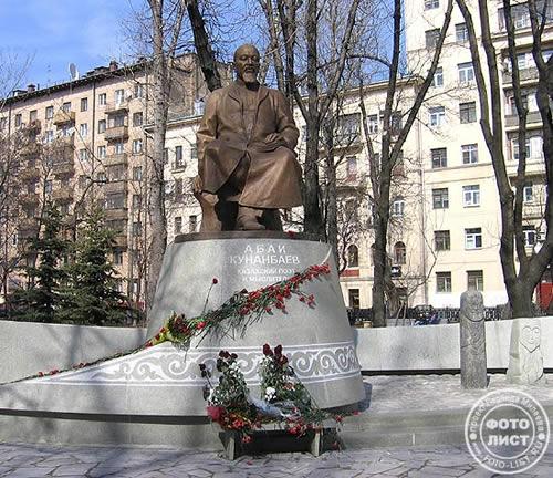 Памятник Абаю Кунанбаеву в Москве. Фото: www.foto-list.ru