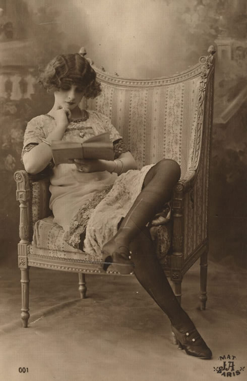 retrofoto-of-reading-people-bookcasekz-8