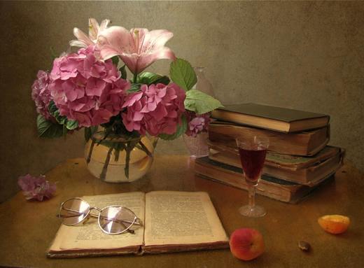 Натюрморт с цветами и книгами