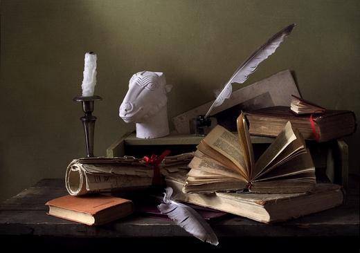 Натюрморт с бюстом и книгами