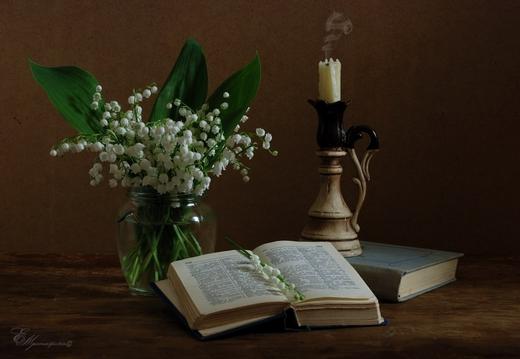 Натюрморт с ландышами, книгами и свечой