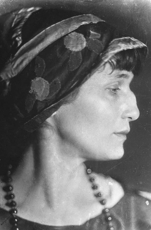 anna-akhmatova-russian-poet2